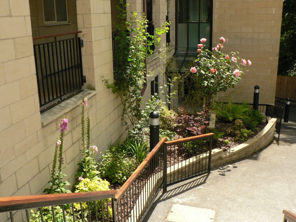 City Apartment Gardens - side beds by main stairway - Greenspace Garden Design